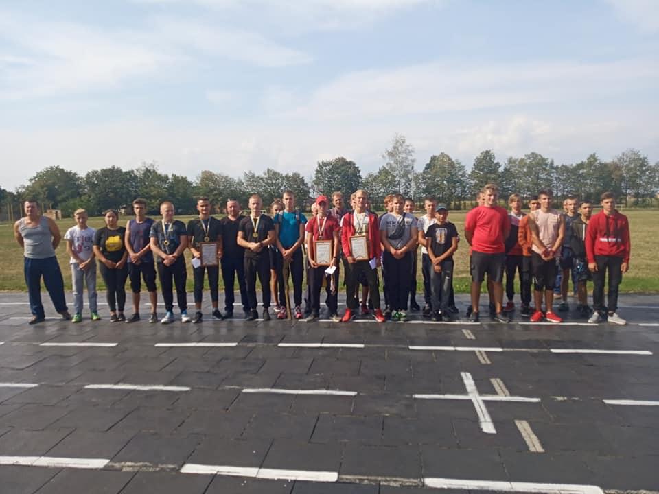 У Любарі відбулися змагання з воєнізованого кроссу серед закладів освіти