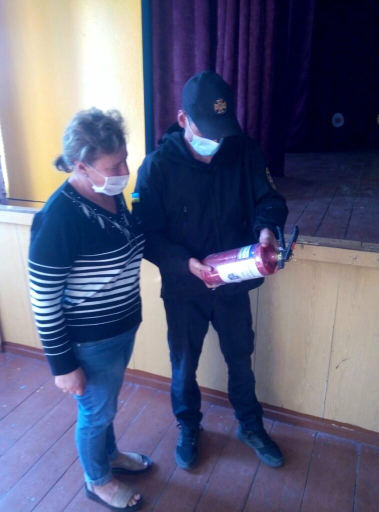 Любарські рятувальники контролюють протипожежну безпеку об'єктів, задіяних до виборів
