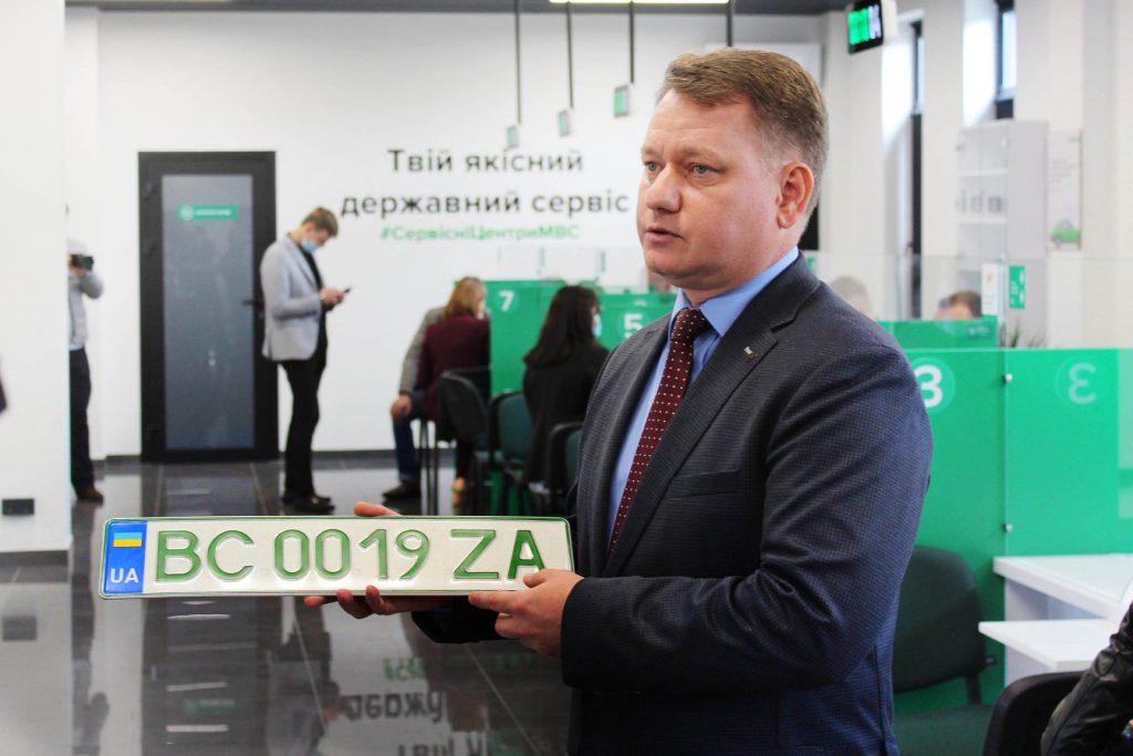 Відтепер електромобілі реєструватимуть на «зелених» номерних знаках