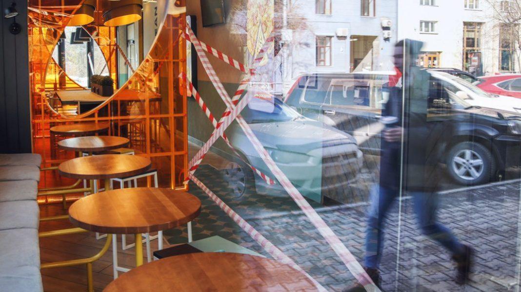 На Любарщині через COVID-19 вводять нові обмеження: зачиняються кафе, заклади культури і торговельно-розважальні центри