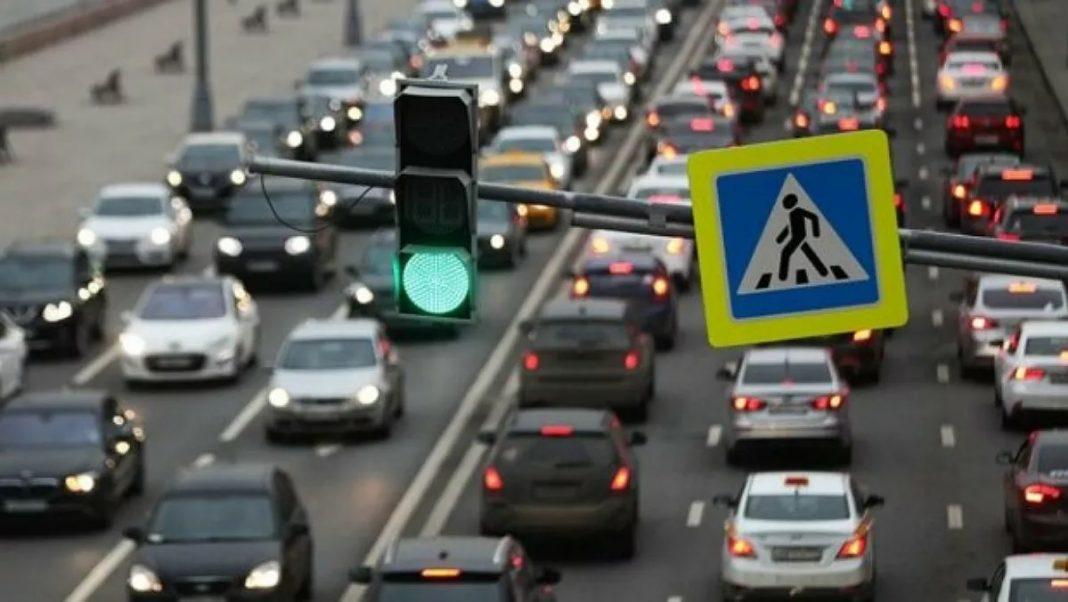 Їздити й ходити по-новому: набрали чинності зміни у ПДР, що стосуються водіїв, велосипедистів і пішоходів