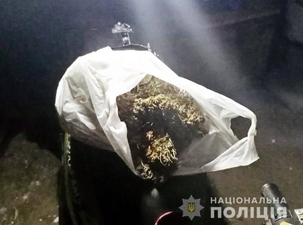 На Любарщині правоохоронці виявили у «домашнього скандаліста» наркотики
