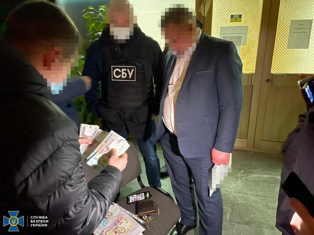 СБУ затримала на хабарі директора Департаменту охорони здоров'я Житомирської облдержадміністрації