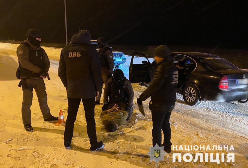 Мешканець Любарщини організував міжрегіональний трафік наркотиків