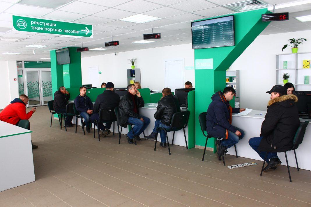 За рік на Житомирщині зареєстрували 34 тисячі транспортних засобів і видали понад 14 тисяч водійських посвідчень