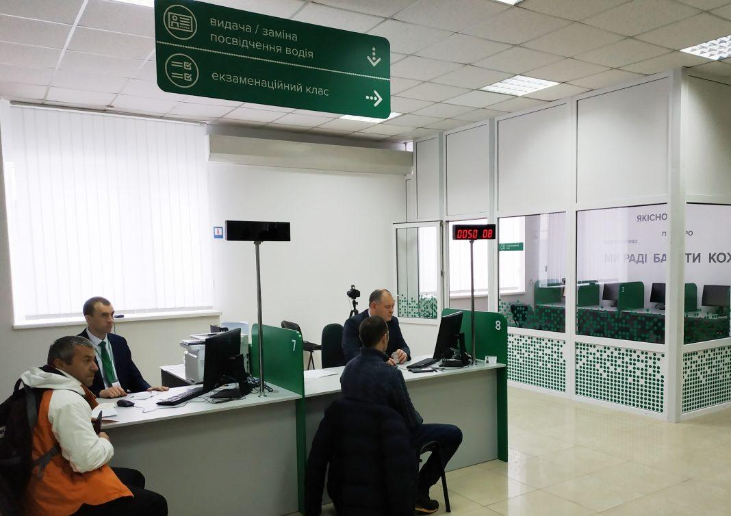 З квітня майбутні водії складатимуть іспити з ПДР за новими білетами
