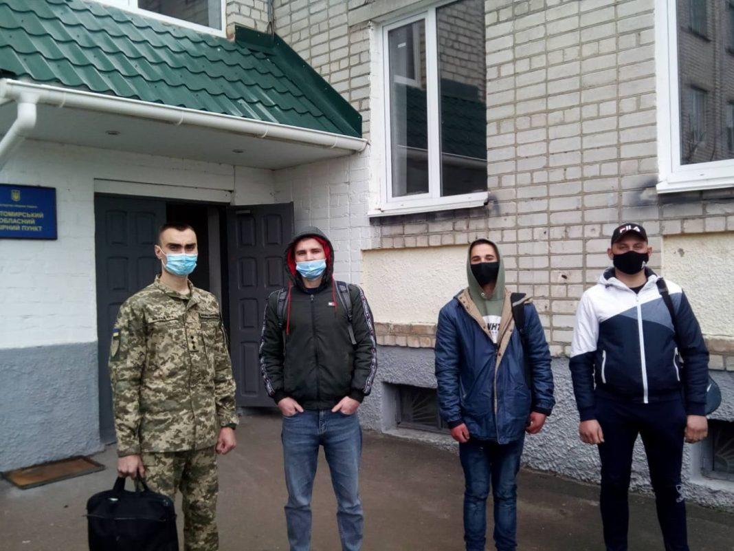 Троє юнаків з Любарщини відправилися на строкову військову службу