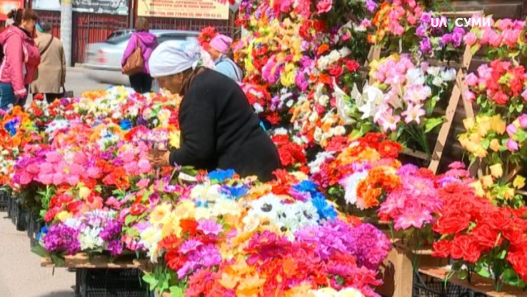 Виконком Любарської селищної ради заборонив торгівлю пластиковими квітами та розміщення їх на кладовищах