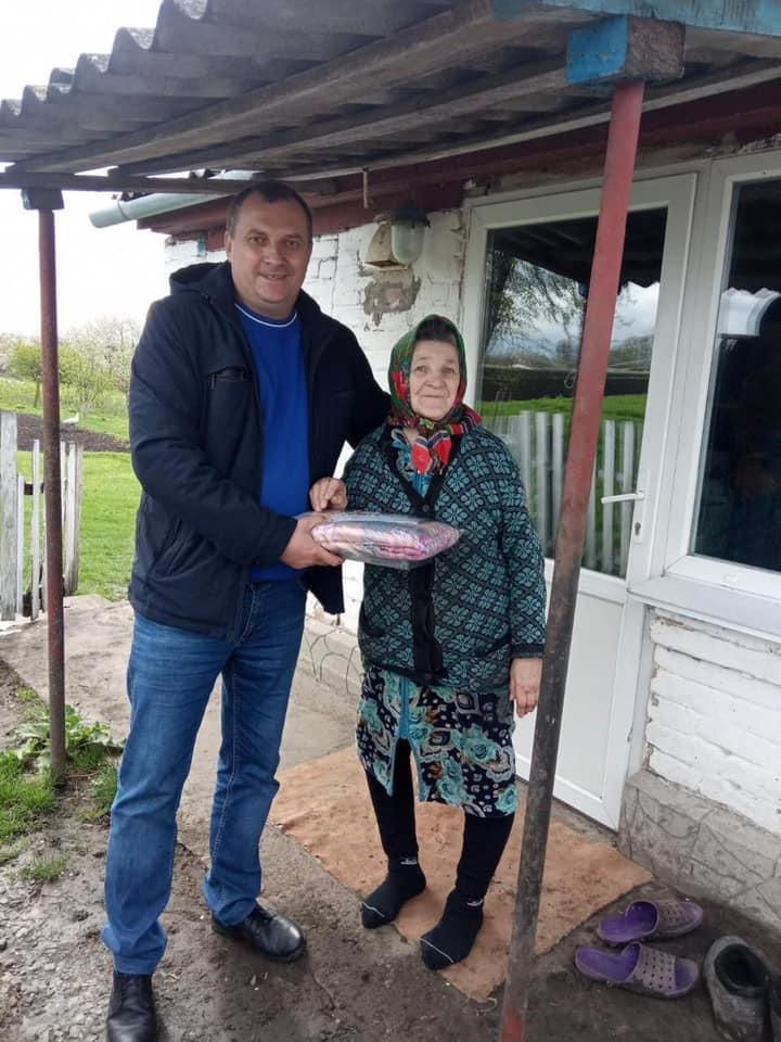Матері-героїні Любарської громади отримали подарунки від депутата обласної ради Ігоря Ходака