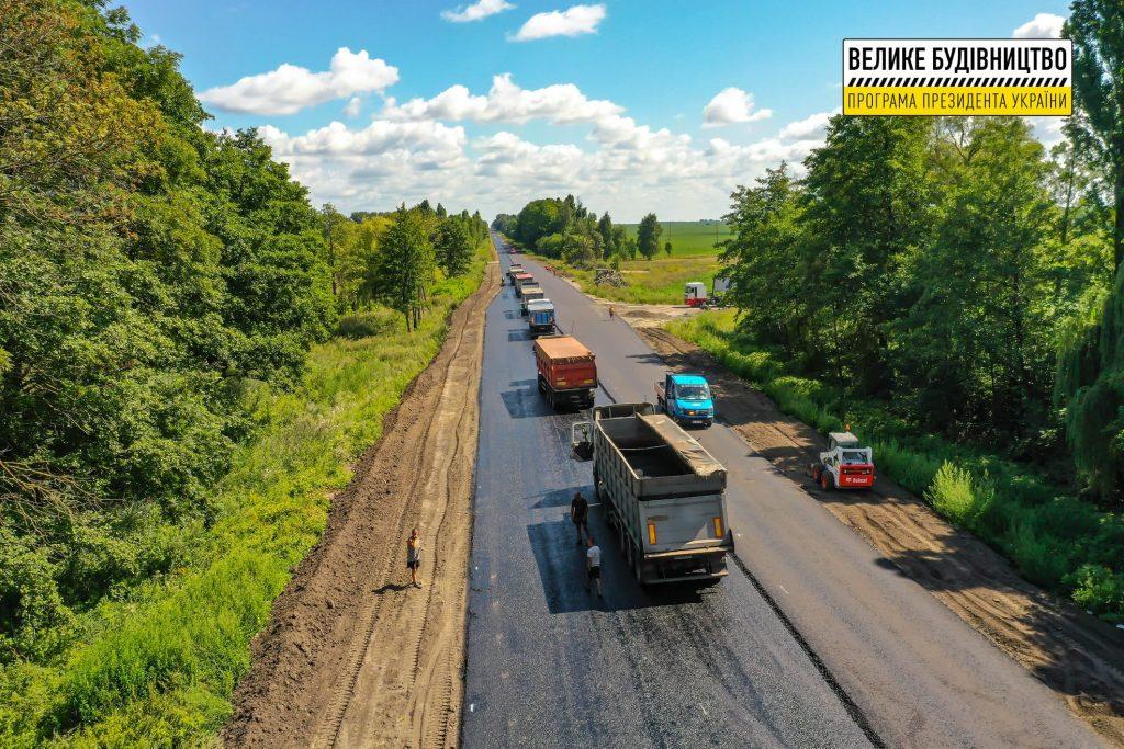 На Любарщині ремонтують відрізок траси Житомир – Чернівці