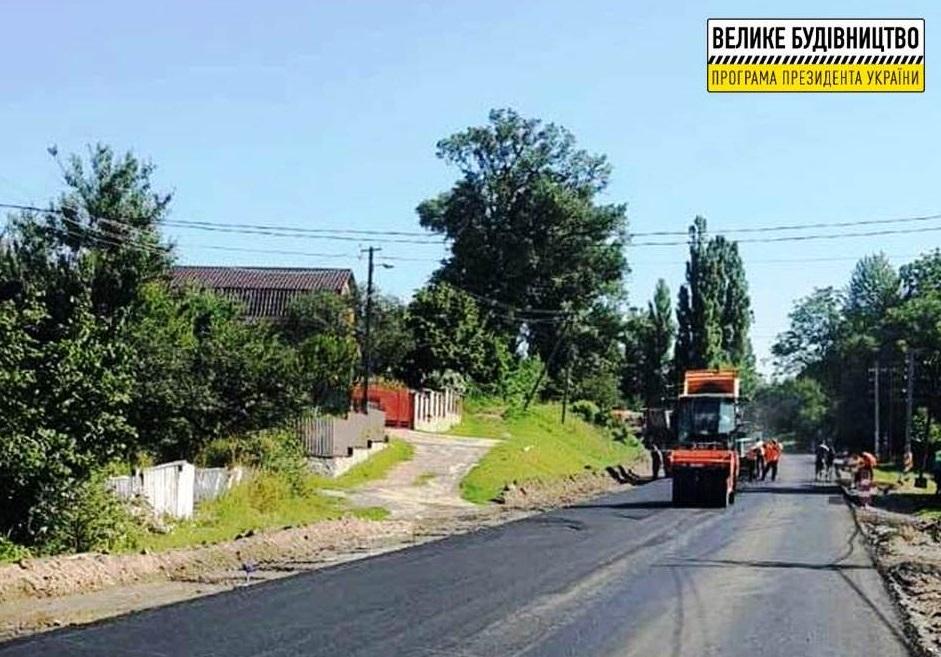 На Житомирщині активно ремонтують дорогу Житомир – Чернівці, яка проходить через Любарський район