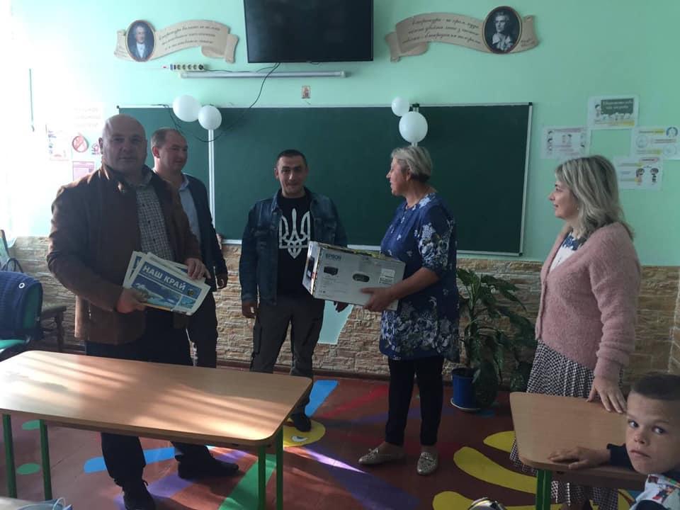 Депутат Житомирської облради Ігор Ходак подарував багатофункціональний принтер школі на Любарщині