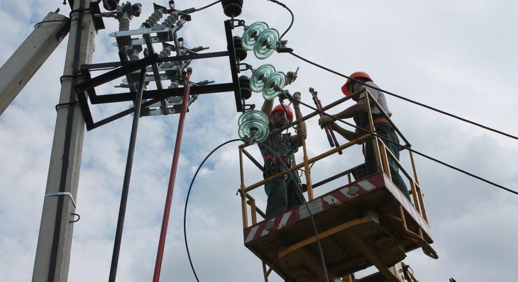 На Любарщині під час демонтажу ліній електропередач смертельно травмувався електрик